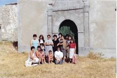 Familias limpiando la Ermita